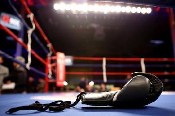 Черные боксерские перчатки высокого качества