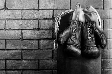 черные боксерские перчатки для бокса