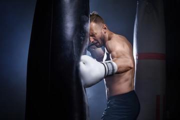 белые боксерские перчатки для женщин