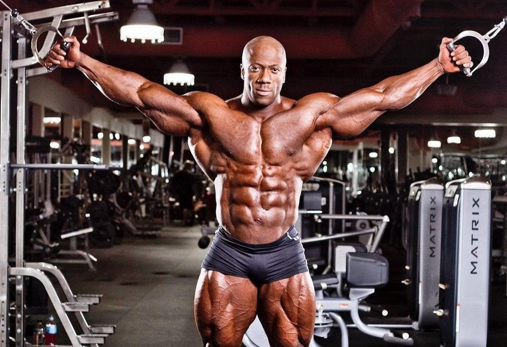 Упражнения на грудные мышцы дроп-сет в тренажерном