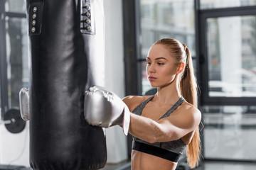 боксерские перчатки 8 унций для  девушек