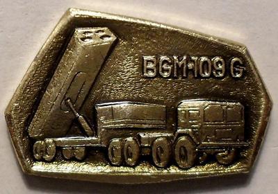 """Значок Ракетный комплекс США BGM-109G """"Томагавк"""". Золотистый."""