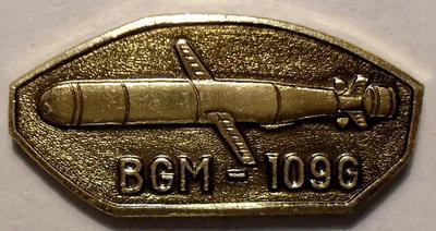 """Значок Крылатая ракета США BGM-109G """"Томагавк"""". Золотистый."""