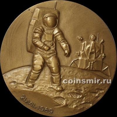 Настольная медаль. Первый человек на Луне. Н. Армстронг. ММД.