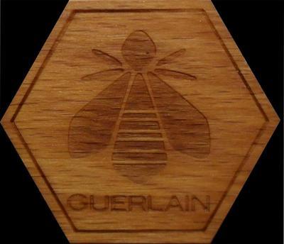 Значок Guerlain.