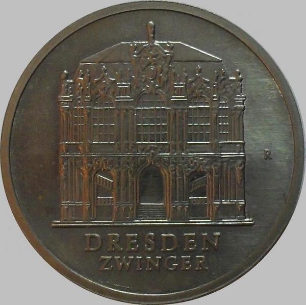 5 марок 1985 ГДР. Дрезден. Востановленный дворец Цвингер.